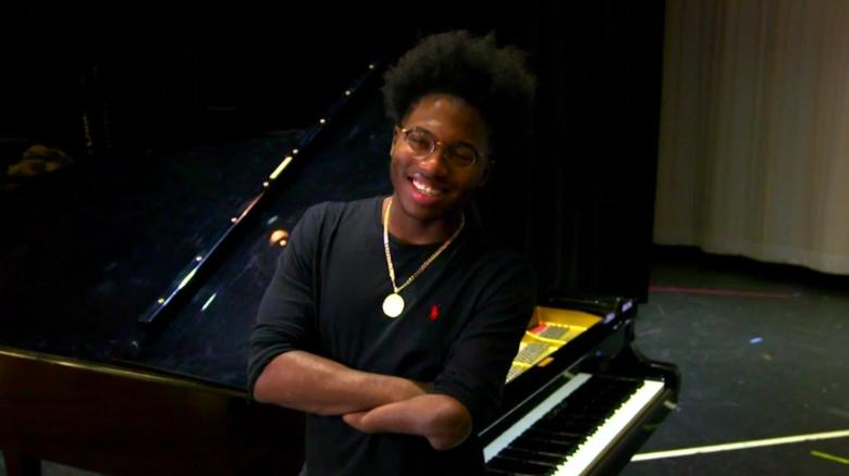 Darrius Simmons, the pianist with amputated legs and four fingers is an inspiration and challenge to the passive