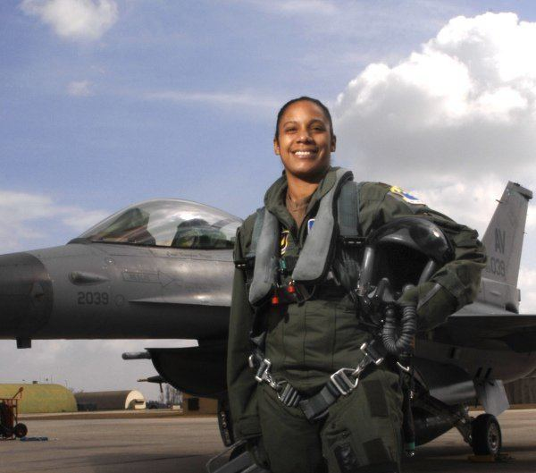 Shawna Rochelle Kimbrell: the first female African-American fighter pilot